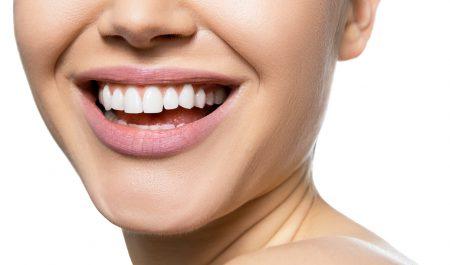 Korony protetyczne gwarantują piękny biały uśmiech