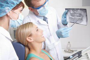 Konsultacja przed zabiegiem implantacji zęba