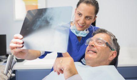Wszczepianie implantów krok po kroku - konsultacja
