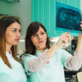 Implanty a rezonans, tomografia, rentgen