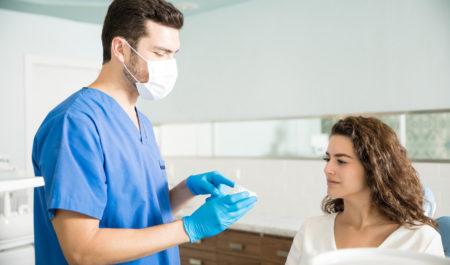 Implanty zębowe a wiek pacjenta - młoda pacjentka