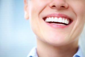 Bonding kompozytowy umożliwia korektę kształtu i koloru zębów
